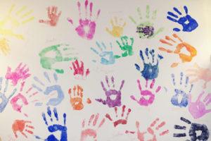 Empreintes de mains au Centre Horizons